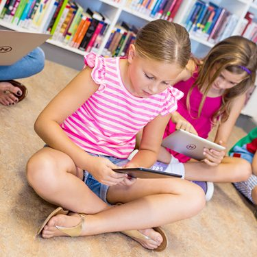Imigrantes digitais educando nativos digitais