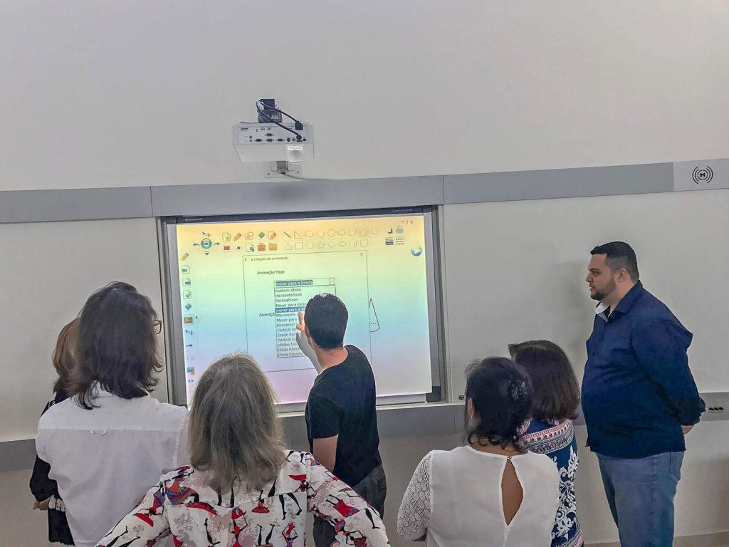 lousa digital Colégio Educare Itápolis