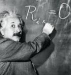Albert Einstein escrevendo na lousa